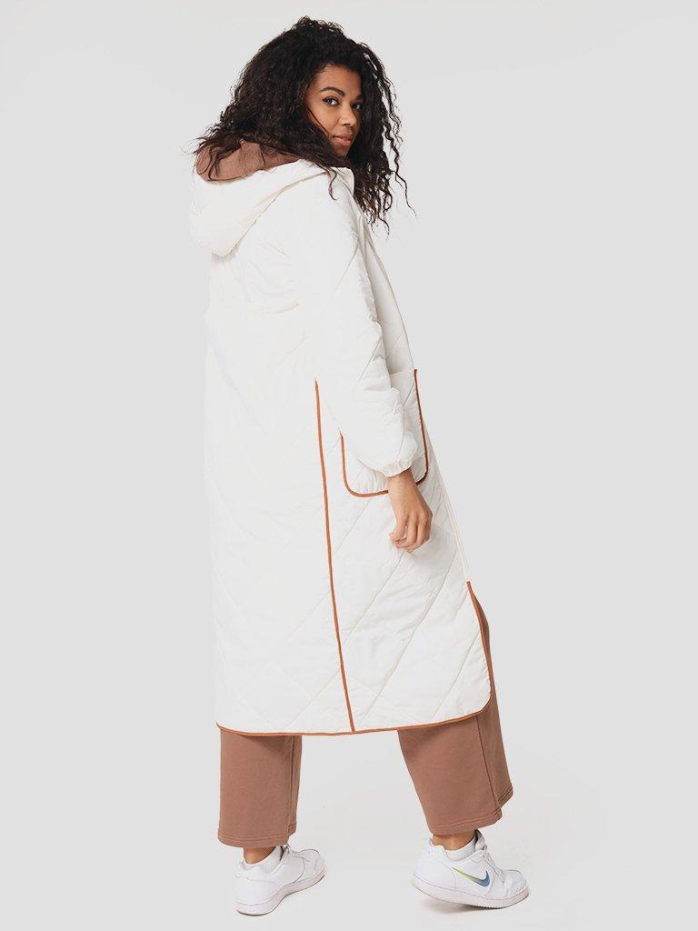 Pikowana kurtka midi z kontrastową lamówką w kolorze mlecznym Love&Live (zdjęcie 2)