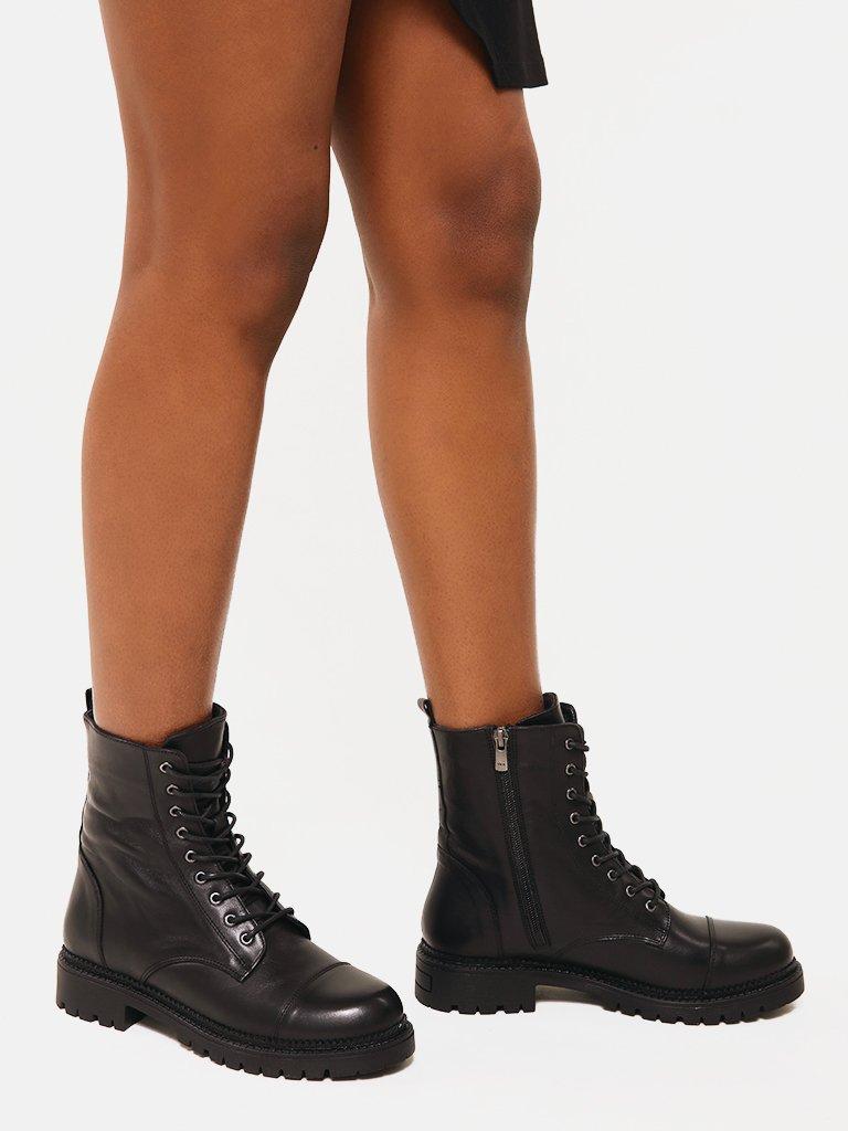 Сzarne skórzane buty ze sznurowadłami Love&Live