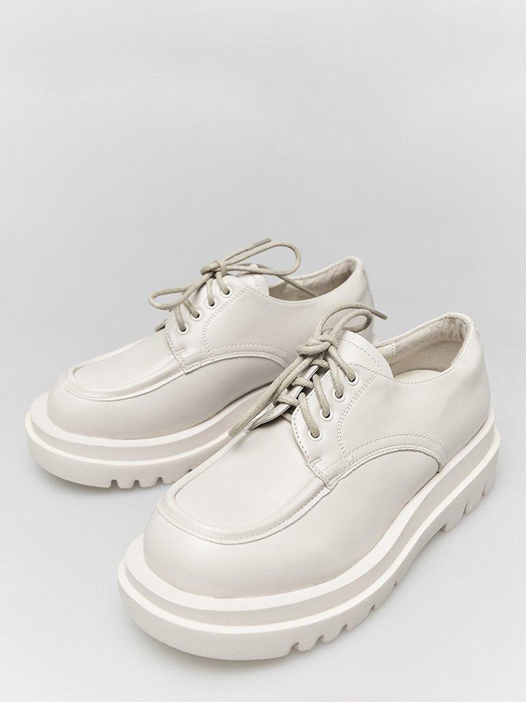 Białe buty na grubej podeszwie ze sznurówkami ZUZU