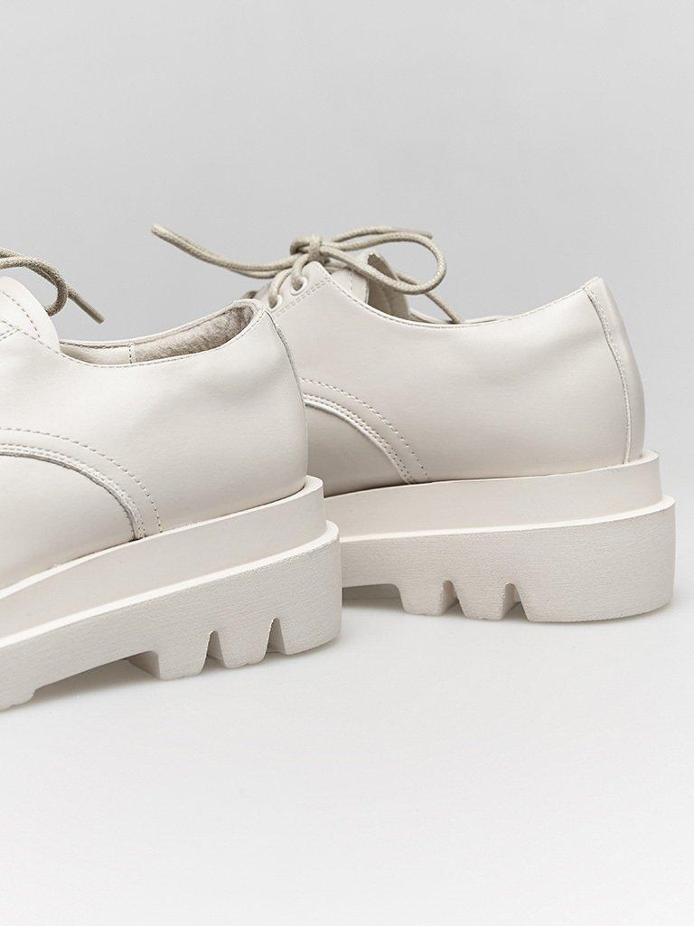 Białe buty na grubej podeszwie ze sznurówkami ZUZU (zdjęcie 4)