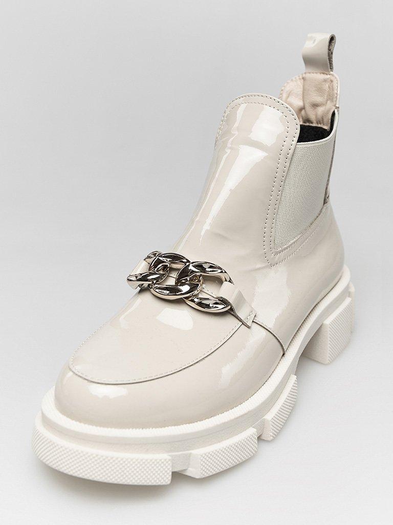 Lakierowane buty w kolorze szaro-beżowym na grubej podeszwie Love&Live