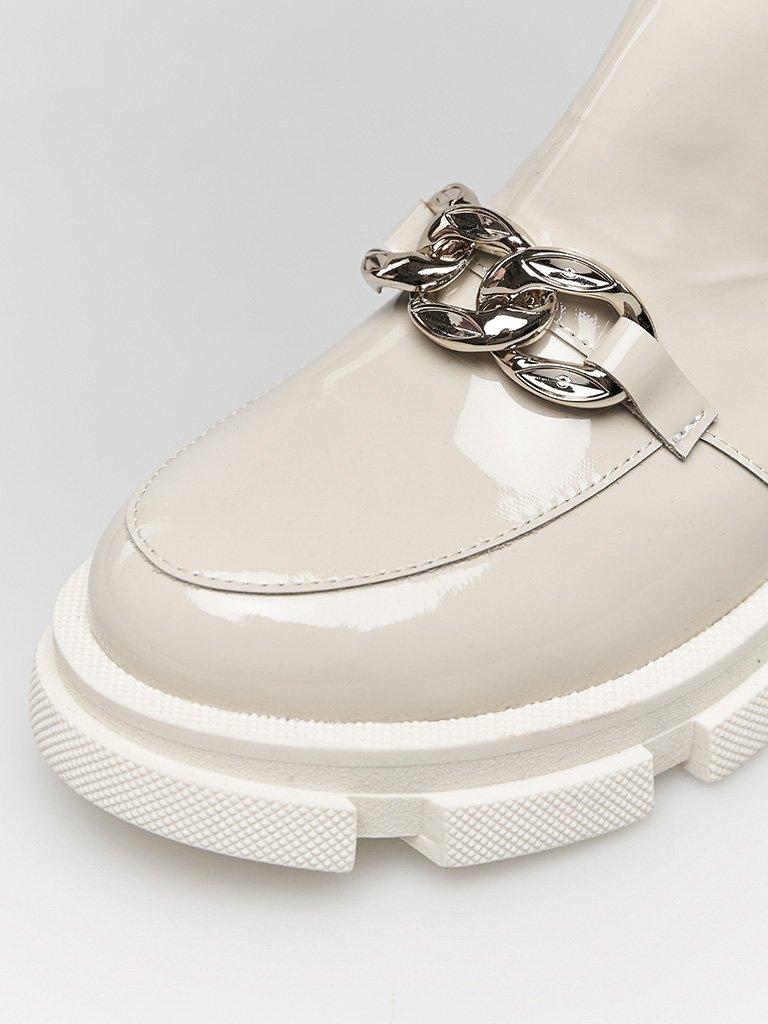 Lakierowane buty w kolorze szaro-beżowym na grubej podeszwie Love&Live (zdjęcie 2)
