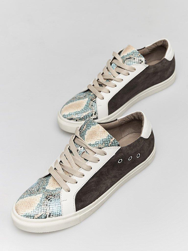 Skórzane buty sportowe w kolorze czekoladowym z nadrukiem węża Katarina Ivanenko