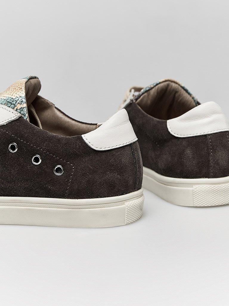 Skórzane buty sportowe w kolorze czekoladowym z nadrukiem węża Katarina Ivanenko (zdjęcie 3)
