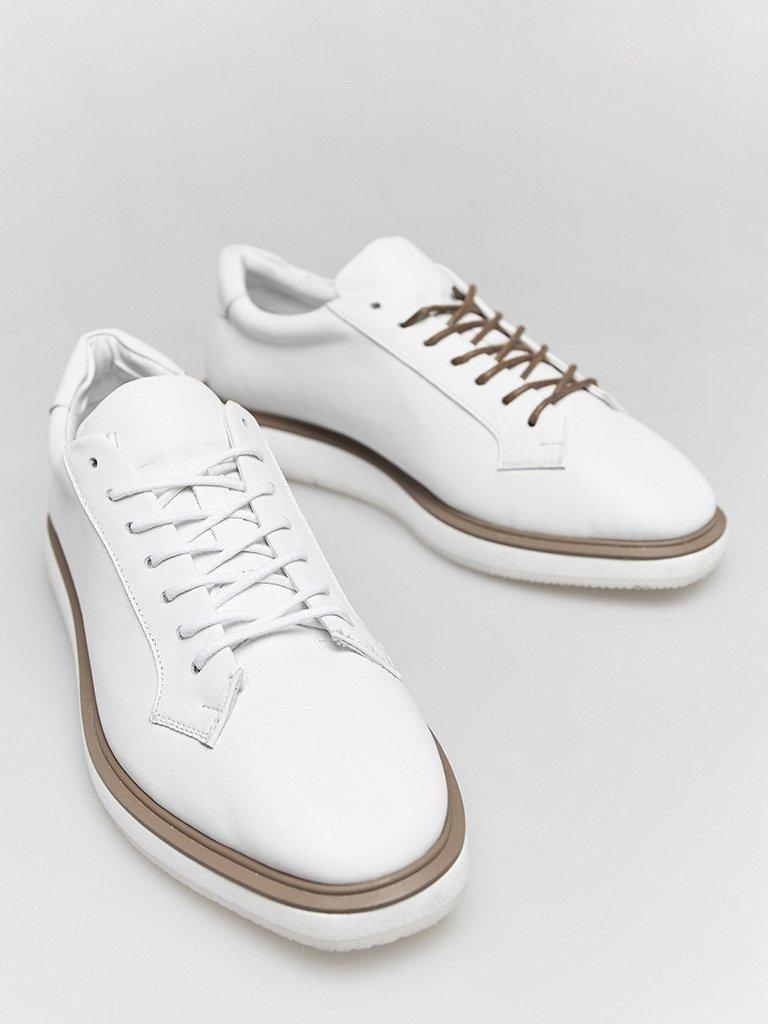 Buty skórzane w kolorze białym na płaskiej podeszwie Katarina Ivanenko