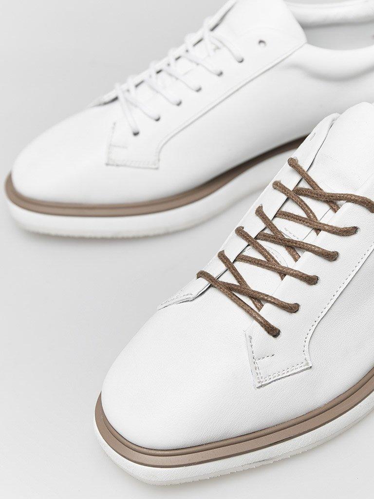 Buty skórzane w kolorze białym na płaskiej podeszwie Katarina Ivanenko (zdjęcie 2)