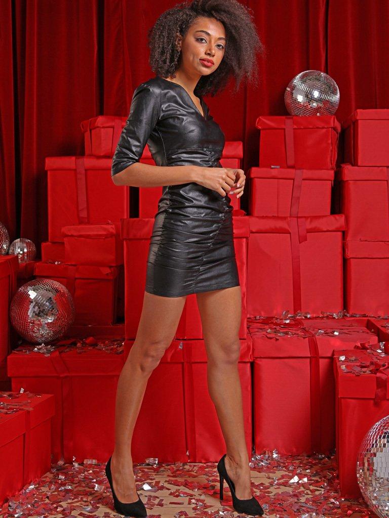 Sukienka mini z marszczeniami w kolorze czarnym Love&Live