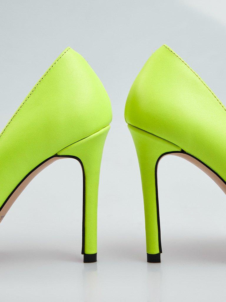Jasnozielone skórzane buty na obcasie ze szpiczastym noskiem Love&Live (zdjęcie 3)