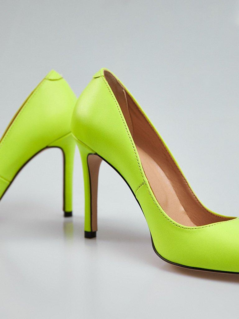 Jasnozielone skórzane buty na obcasie ze szpiczastym noskiem Love&Live (zdjęcie 5)