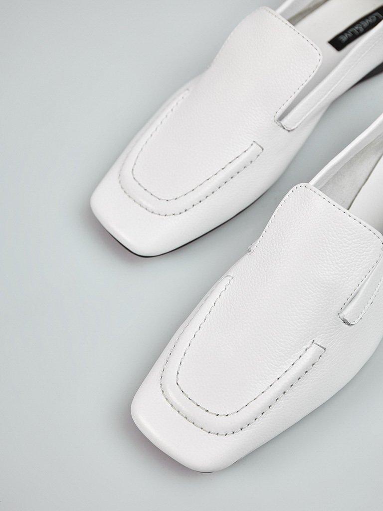 Białe skórzane lordsy w minimalistycznym stylu Love&Live (zdjęcie 2)