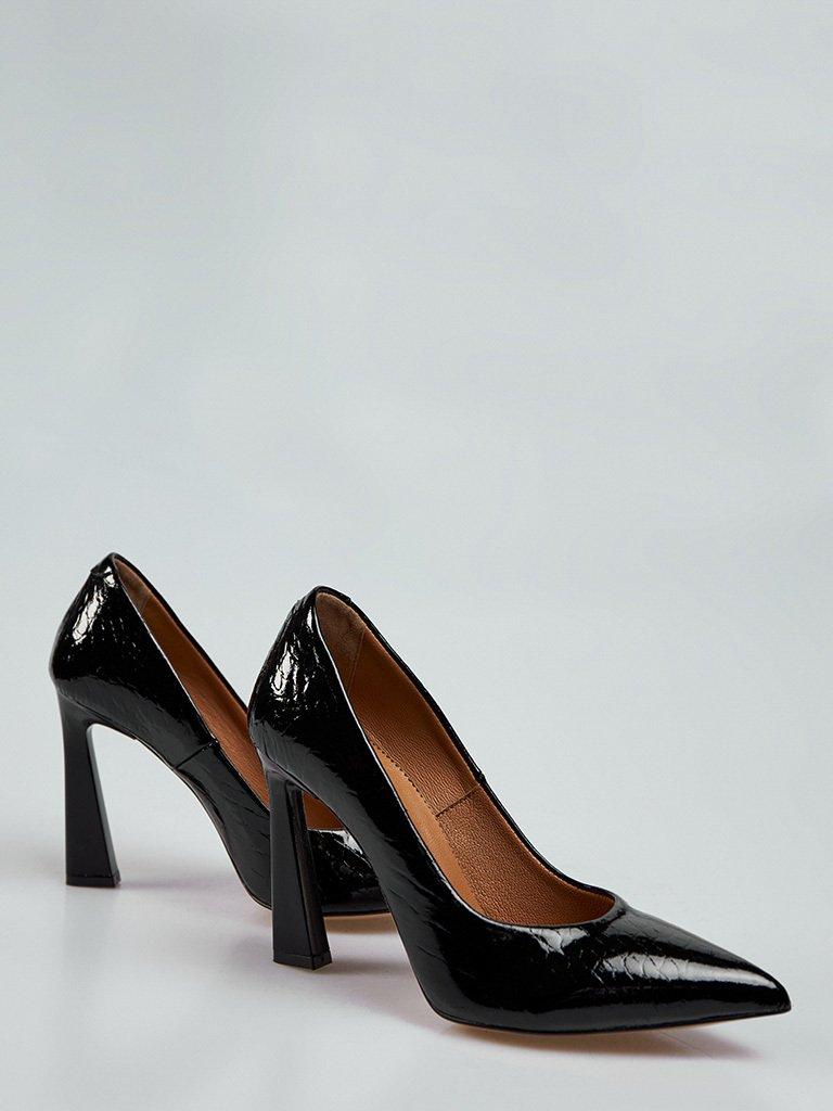 Buty wykonane z naturalnej skóry lakierowanej w kolorze czarnym na obcasie ze szpiczastym noskiem Katarina Ivanenko (zdjęcie 3)