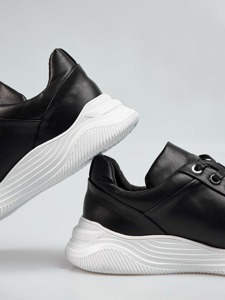 Buty męskie sportowe ze skóry w kolorze czarnym na obszernej podeszwie Love&Live (zdjęcie 3)