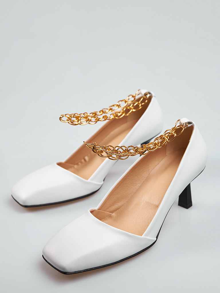 Białe skórzane buty na średnim obcasie z dekoracją Love&Live