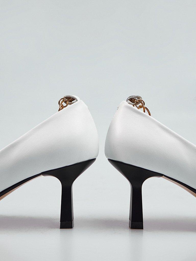 Białe skórzane buty na średnim obcasie z dekoracją Love&Live (zdjęcie 4)