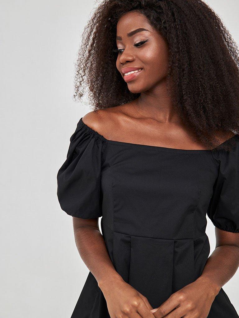 Czarna mini sukienka z bufiastymi rękawami Love&Live