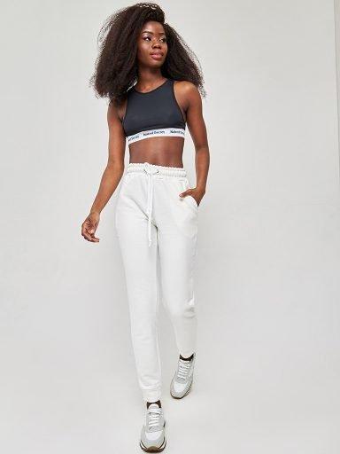 Spodnie dresowe skinny na gumce w kolorze mlecznym Love&Live