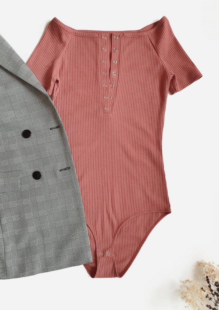 Body w kolorze beżowym prążkowane z niskim ramieniem i krótkimi rękawami PURE (zdjęcie 3)