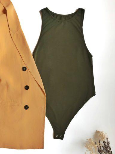 Body w kolorze khaki z dekoltem typu halter PURE