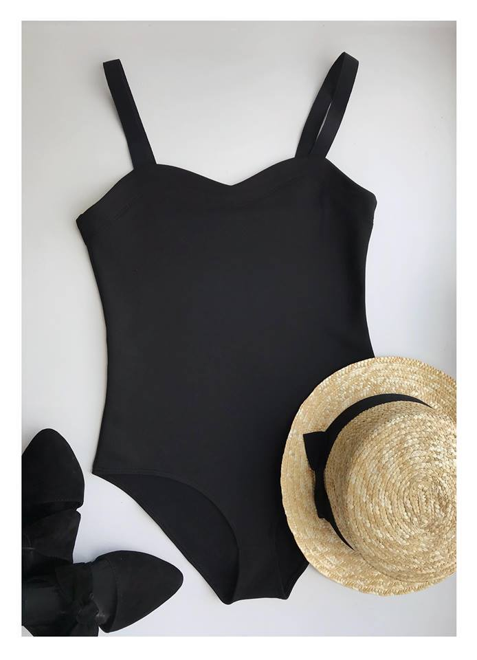 Strój kąpielowy w kolorze czarnym z szerokimi ramiączkami na gumce PURE