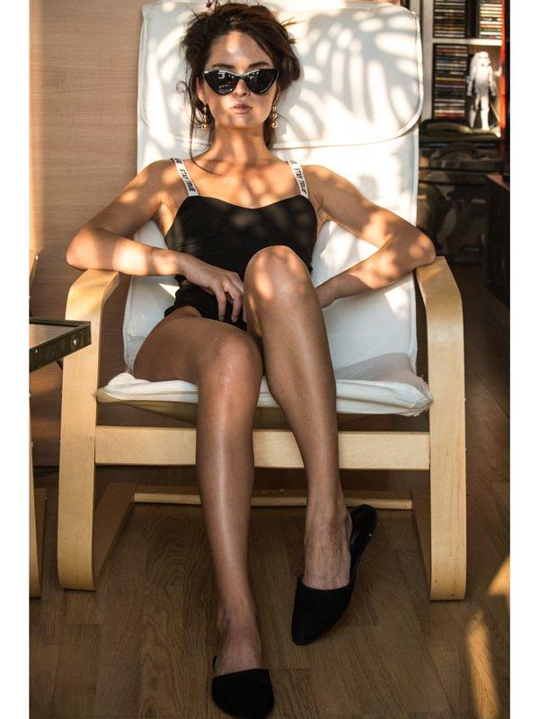 Czarne body wykonane z elastycznej tkaniny na szerokich czarnych ramiączkach PURE