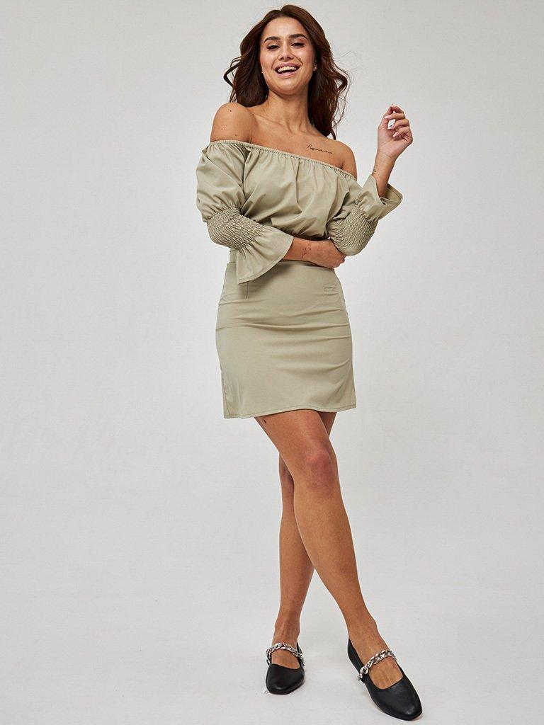 Oliwkowa sukienka mini z odkrytymi ramionami Love&Live (zdjęcie 3)