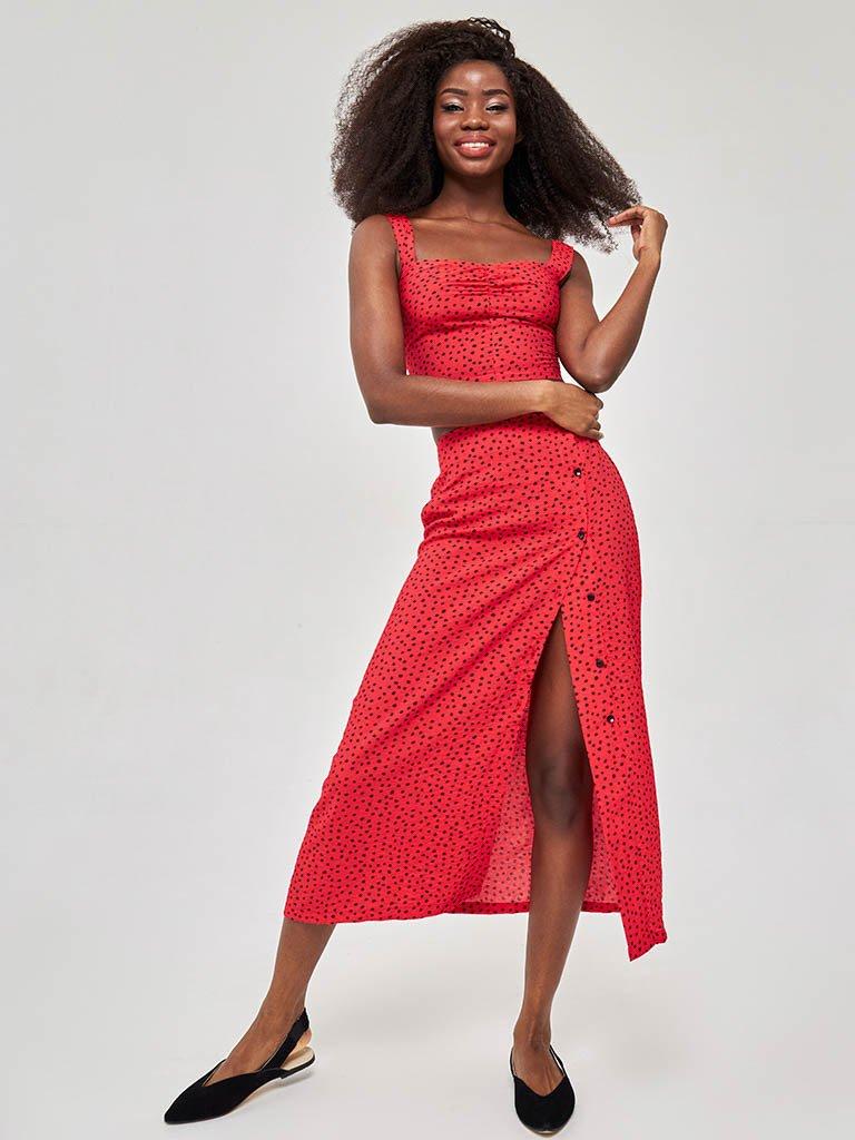 Czerwona spódnica midi w kropki z bocznym rozcięciem i guzikami Love&Live (zdjęcie 6)
