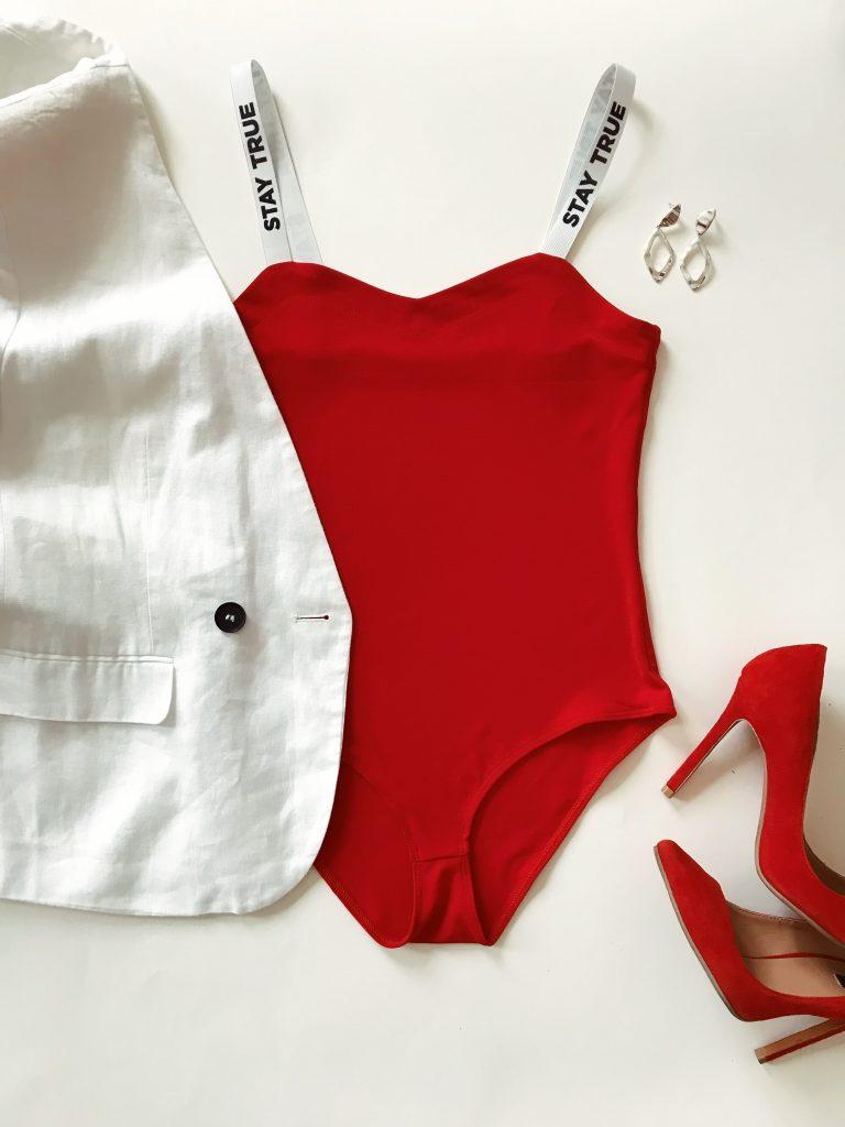 Body w kolorze czerwonym na szerokich białych ramiączkach PURE (zdjęcie 4)
