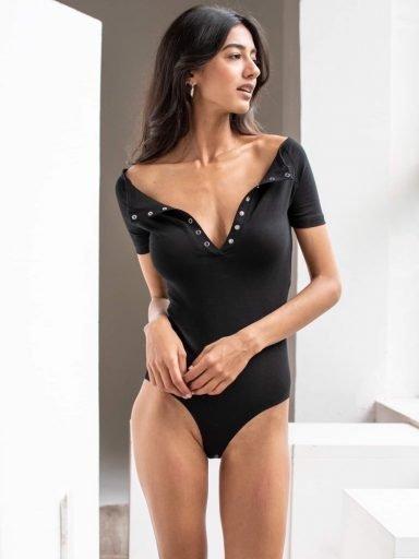 Body w kolorze czarnym z niskim ramieniem i krótkimi rękawami PURE
