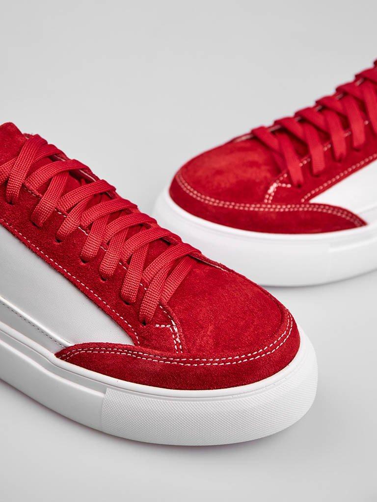 Białe skórzane buty sportowe z czerwonymi zamszowymi detalami Love&Live (zdjęcie 2)