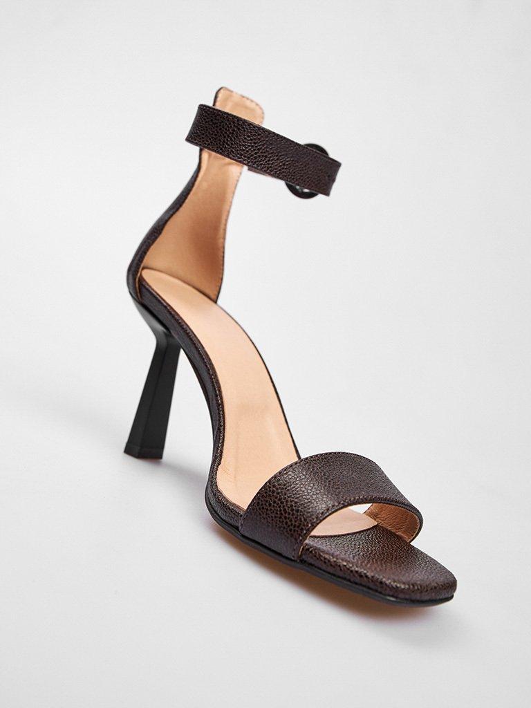 Czarne skórzane sandały z paskiem wokół kostki Love&Live (zdjęcie 3)