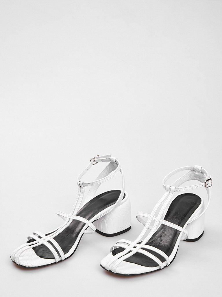 Sandały skórzane białe z cienkimi paskami Katarina Ivanenko (zdjęcie 2)