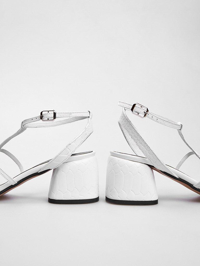 Sandały skórzane białe z cienkimi paskami Katarina Ivanenko (zdjęcie 4)