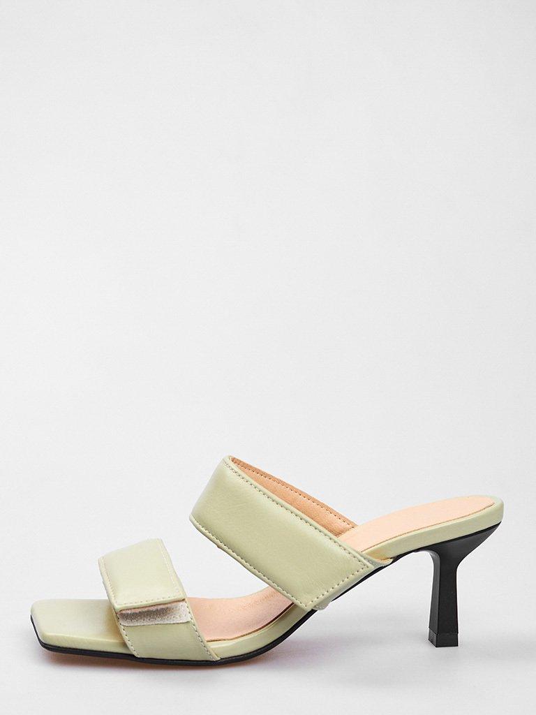 Miętowe skórzane sandały na obcasie zapinane na rzepy Love&Live