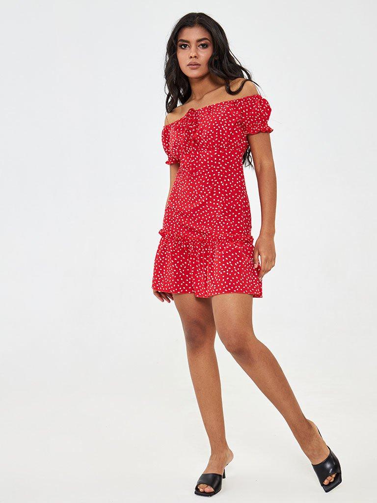 Sukienka mini w kolorze czerwonym w grochy z odkrytymi ramionami Love&Live