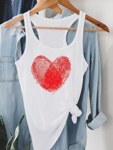 Biała koszulka na ramiączkach Odcisk Miłości Love&Live