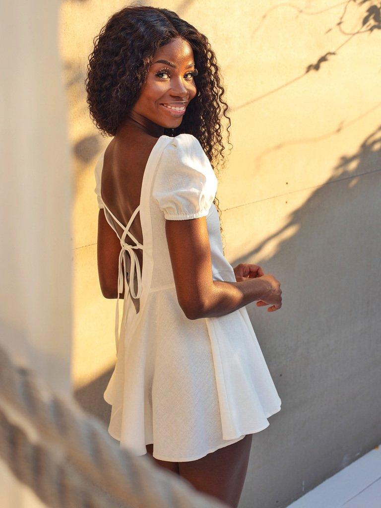 Mini lniana sukienka tunika z odkrytymi plecami w kolorze mlecznym Love&Live