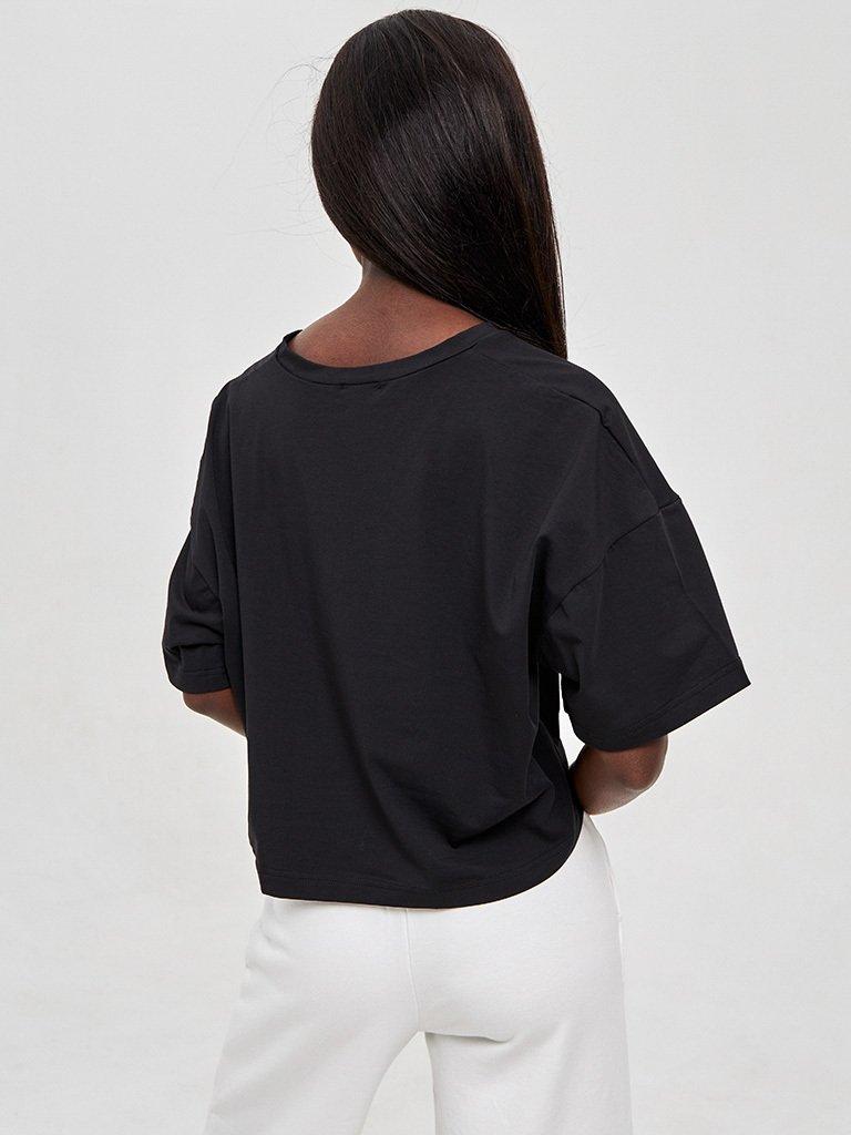 T-shirt czarny z dekoltem w formie V LOVE&LIVE